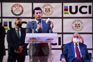 وزير الرياضة يشهد توقيع عقد تنظيم مصر لكأس العالم لدراجات