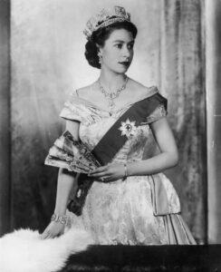 فيليب إبن  أمير اليونان  ينهي حياته زوجا لملكة بريطانيا العظمي
