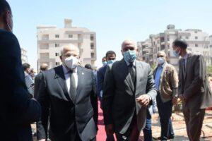 جامعة القاهرة تحتفل بتسليم عقود الواحدات السكنية