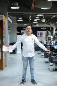 الإستايلست أحمد حسين عبد المنعم الشهير ب X مصمم أحدث قصات الشعر للمشاهير