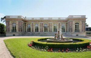 أنتونيلا زوجة ليونيل ميسي تسعي لشراء قصر الرئيس الفرنسي